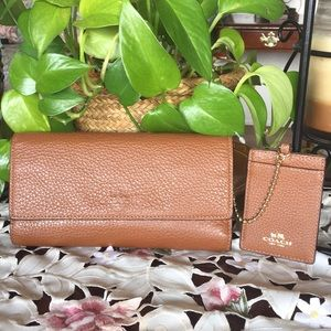 Coach Pebble  Trifold wallet with chain ID case
